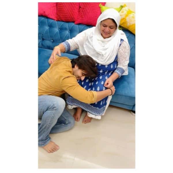 मां के पैरों में बसती है शोएब इब्राहिम (Shoaib Ibrahim) की जन्नत