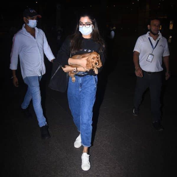 काजोल की तरह रश्मिका मंदाना (Rashmika Mandanna) ने पहनी जॉगर लुक वाली जींस