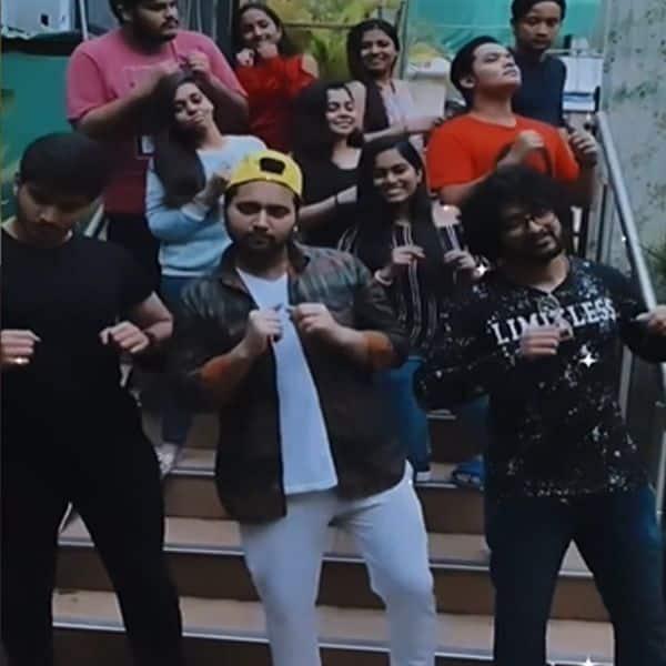 पुराने दोस्तों संग मिल बनाए मजेदार वीडियो
