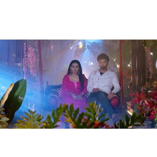 सिमर (Radhika Muthukumar) से दूर नहीं रह पा रहा है आरव (Avinash Mukherjee)