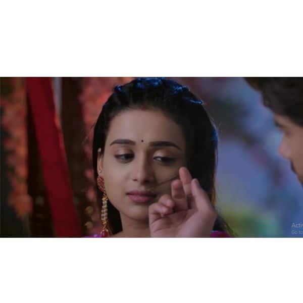 जब आरव (Avinash Mukherjee) ने संवारे सिमर (Radhika Muthukumar)  के बाल