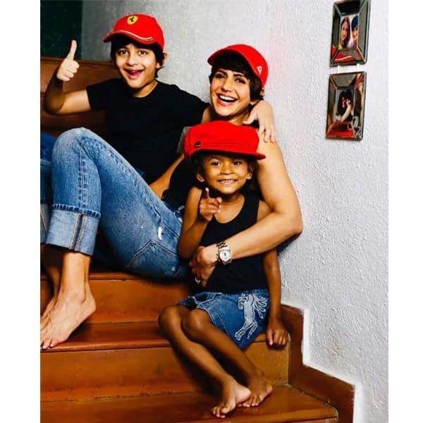 बच्चों और पति के साथ समय बिताती थीं मंदिरा बेदी (Mandira Bedi)