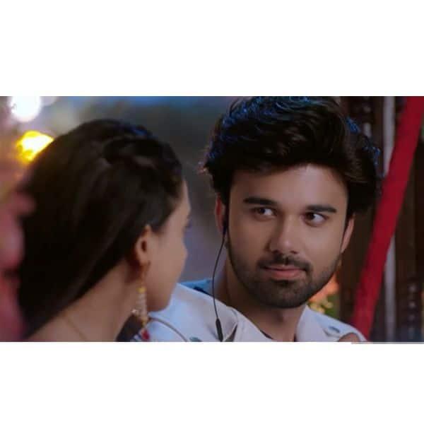 सिमर (Radhika Muthukumar) के चेहरे से निगाहें नहीं हटा पाएगा आरव (Avinash Mukherjee)