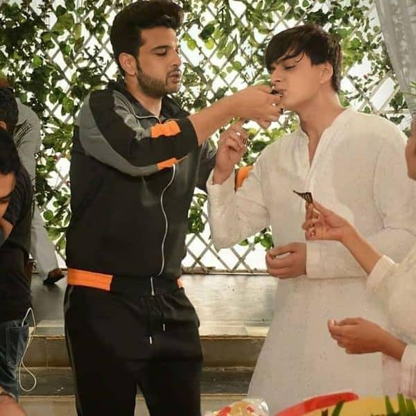 मोहसिन खान (Mohsin Khan) को करण कुंद्रा (Karan Kundraa) ने खिलाया केक