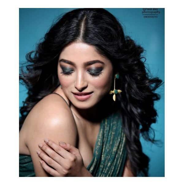 सोशल मीडिया पर वायरल हो रही हैं ईशा साहा (Ishaa Saha) की तस्वीरें