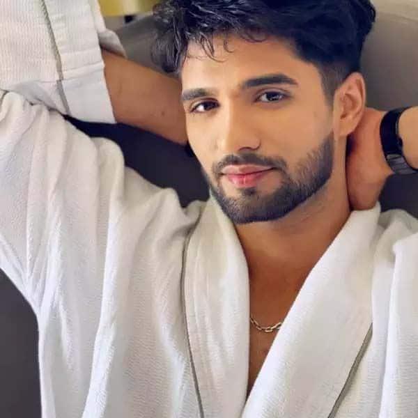 जीशान खान (Zeeshan Khan)