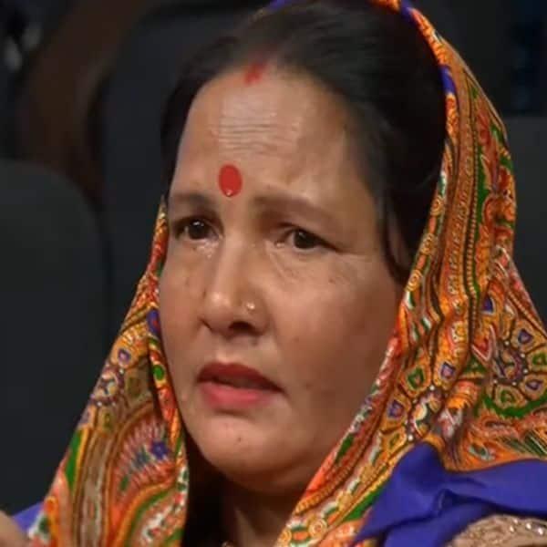 रोने लगीं पवनदीप राजन (Pawandeep Rajan) की मां