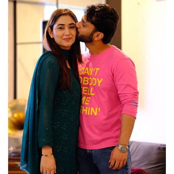 दिशा परमार को किस करते दिखे राहुल वैद्य