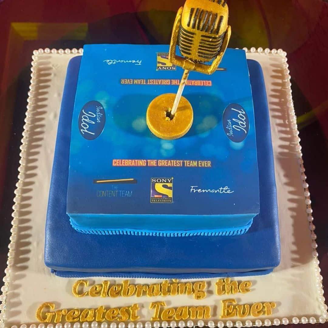 मेकर्स ने बनवाया स्पेशल केक