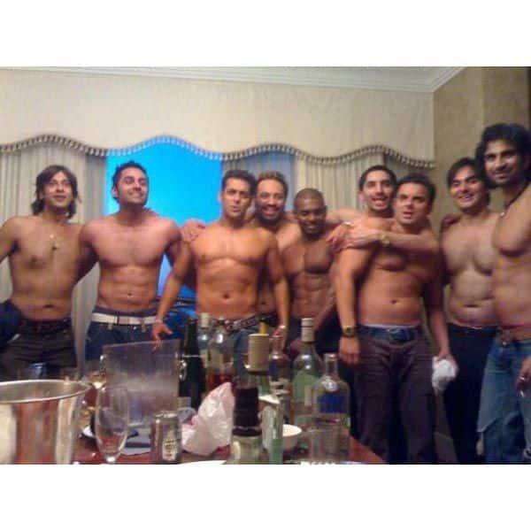 सलमान खान ऐसे करते हैं अपने बॉय गैंग के साथ पार्टी