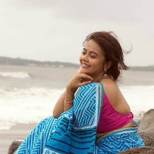 Devoleena Bhattacharjee's serene avatar in a saree by the sea is all things poetic — view pics