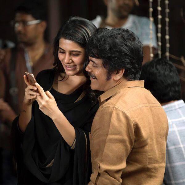 सामंथा अक्कीनेनी (Samantha Akkineni) के साथ फोन में व्यस्त हैं नागार्जुन (Nagarjuna Akkineni)