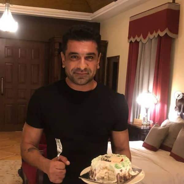 एजाज खान (Eijaz Khan) का जन्मदिन मनाती दिखीं पवित्रा पुनिया (Pavitra Punia)