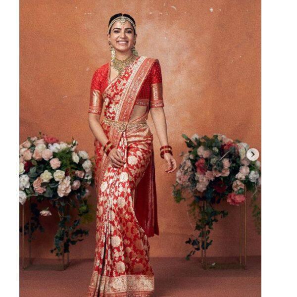 लाल रंग की बनारसी साड़ी में दुल्हन की तरह तैयार हुईं सामंथा