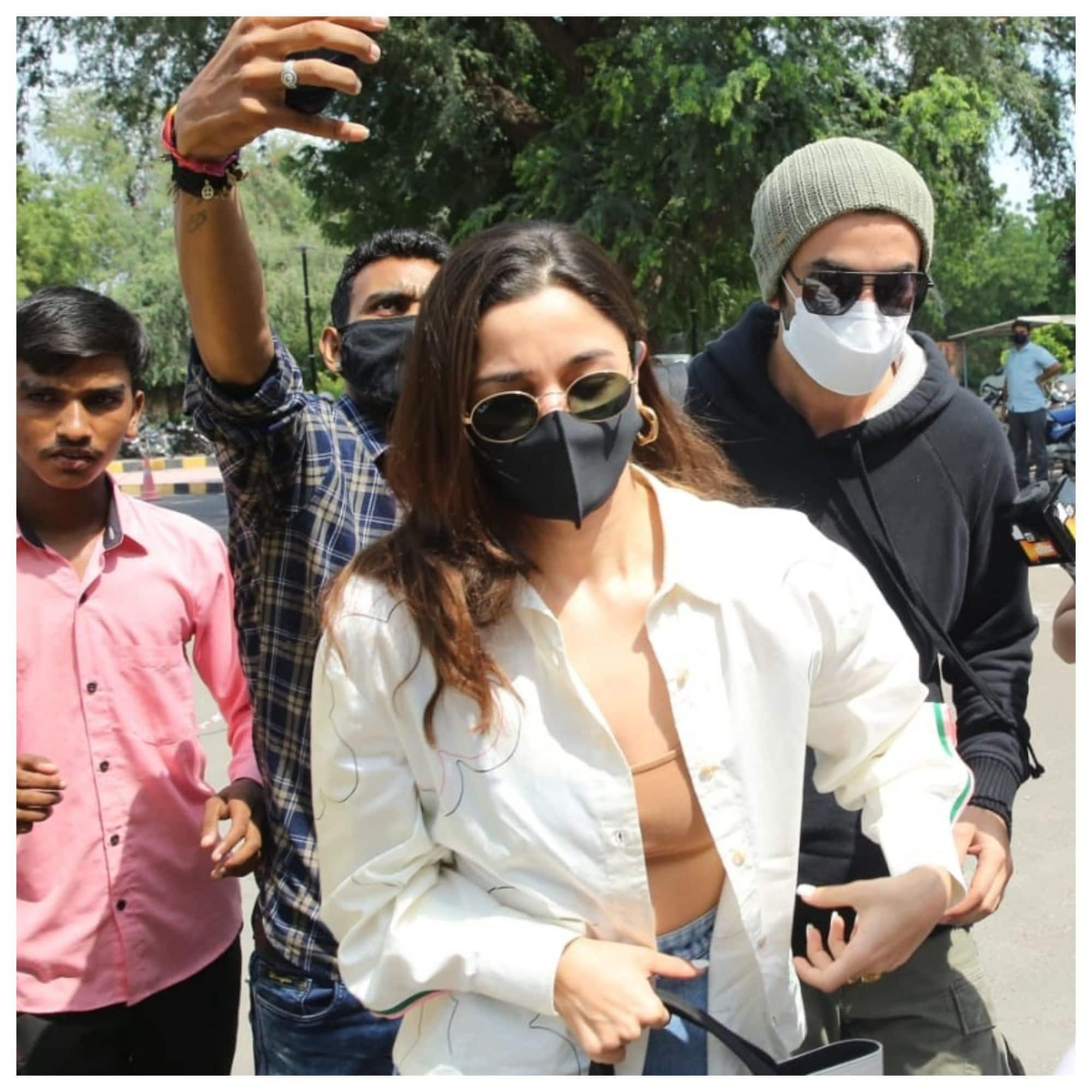 मुंबई के लिए रवाना हुए Alia-Ranbir