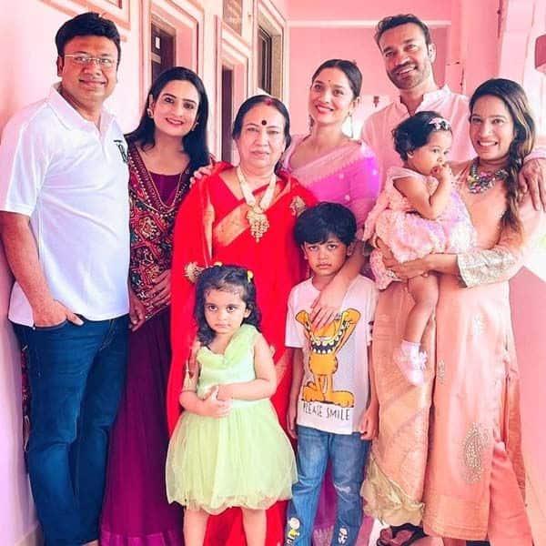 विक्की जैन के परिवार से मिलकर खुश हुईं अंकिता लोखंडे (Ankita Lokhande)