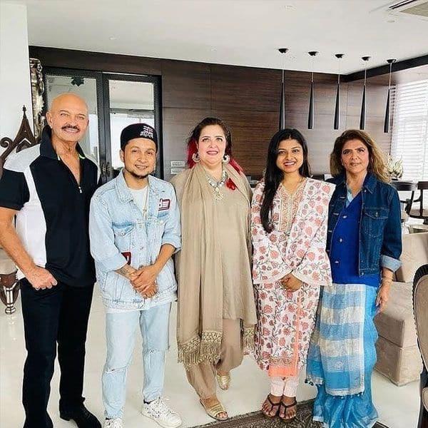Pawandeep-Arunita with Hrithik Roshan's family