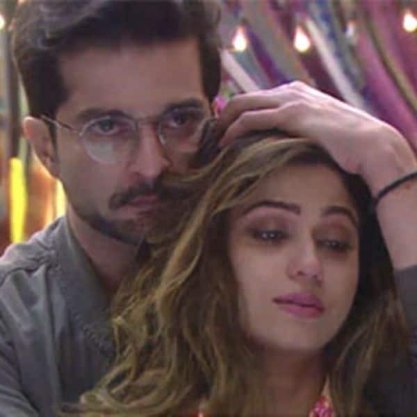 Creating fake Love angle with #RaqeshBapat to get sympathy