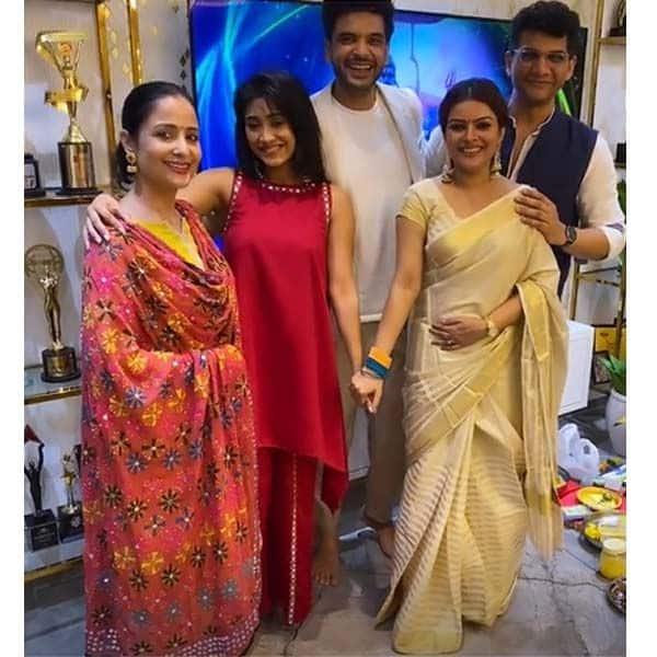 ऑनस्क्रीन परिवार संग खुश दिखीं शिवांगी जोशी (Shivangi Joshi)