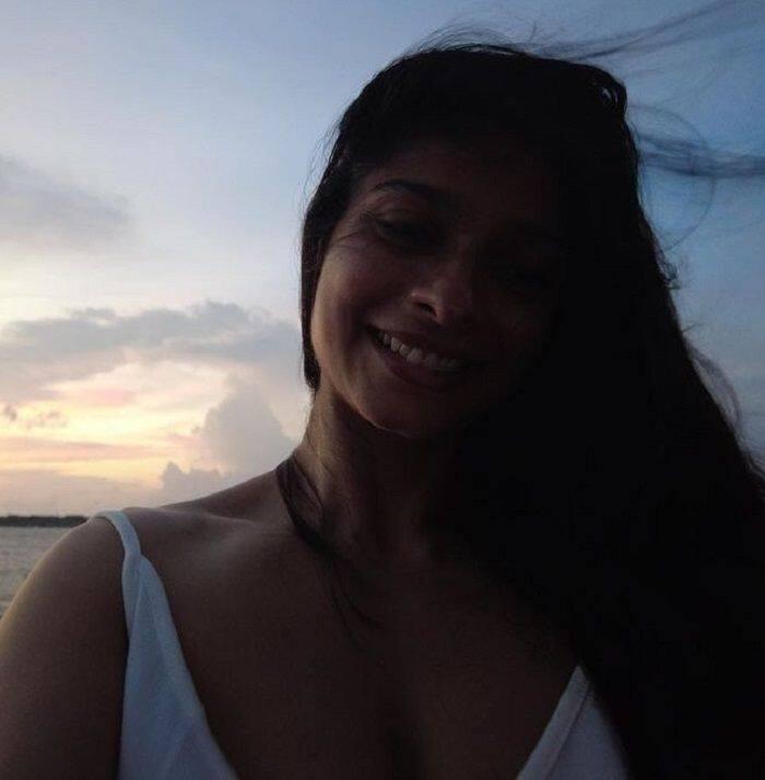 तनीषा की मुस्कान ने जीता फैंस का दिल