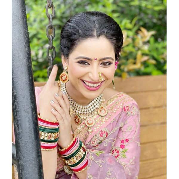 ऐश्वर्या शर्मा (Aishwarya Sharma) की तस्वीरों पर फैंस कर रहे हैं कमेंट्स की बरसात