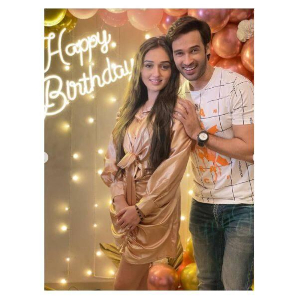 तान्या शर्मा (Tanya Sharma) के जन्मदिन पर पहुंचे करण शर्मा (Karan Sharma)