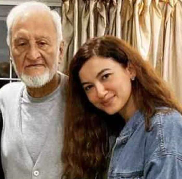 पिता की मौत से हिल गईं Hina Khan