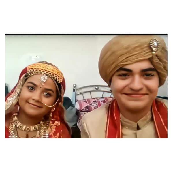 जिगर के साथ पोज देती दिखी आनंदी (Shreya patel)