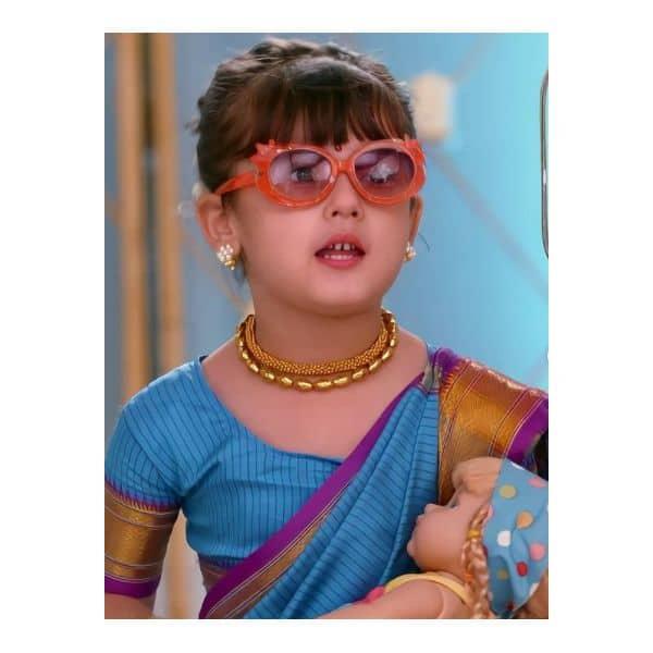 पीहू (Swarna Pandey) के स्टाइलिश चश्मे ने खींचा फैंस का ध्यान
