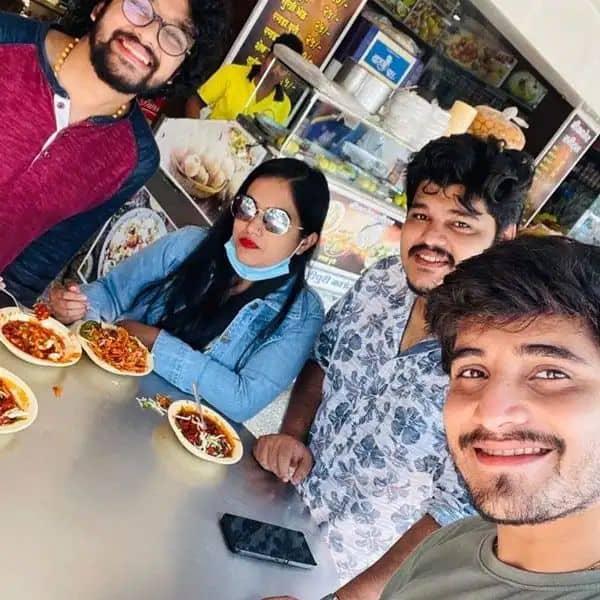 खाने का मजा ले रहे हैं इंडियन आइडल 12 (Indian Idol 12) के सितारे
