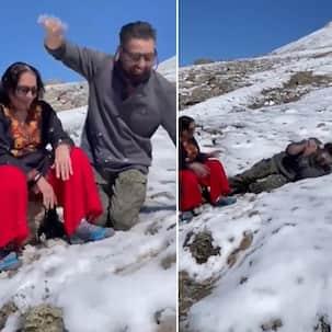 Sunny Deol ने मां प्रकाश कौर के साथ बच्चों की तरह बर्फ में की मस्ती, वायरल हुआ वीडियो