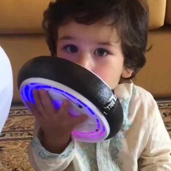 तैमूर अली खान का फेवरेट खिलौना