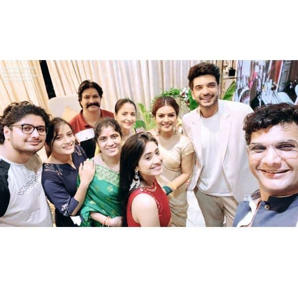 शिवांगी जोशी (Shivangi Joshi) के नए घर में इकट्ठा हुए सभी सितारे
