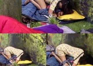 Bigg Boss 15: सोते हुए Karan Kundrra ने नींद में Tejasswi Prakash को  खींचा, वायरल हुआ रोमांटिक वीडियो