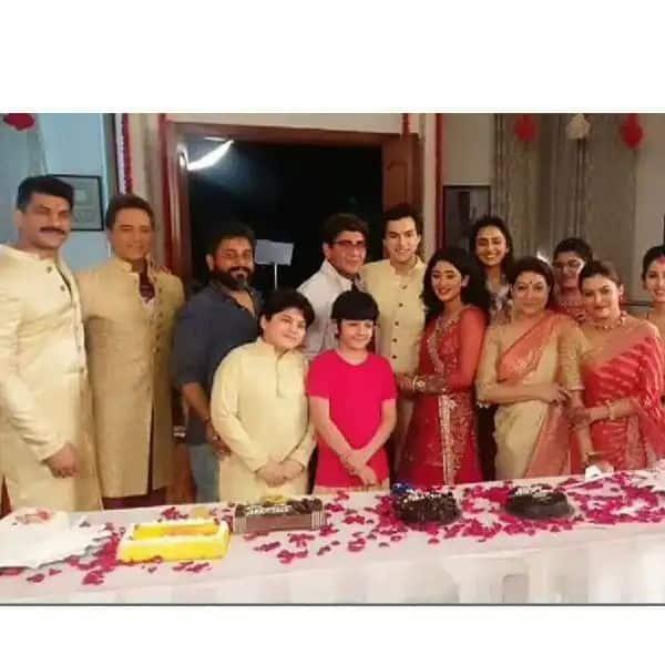 मोहसिन खान (Mohsin Khan) ने काटा केक