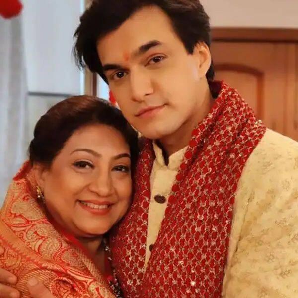 अपनी ऑनस्क्रीन दादी के साथ पोज देते दिखे मोहसिन खान (Mohsin Khan)