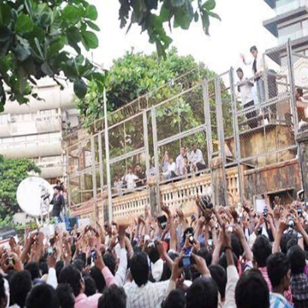 खास मौकों पर मन्नत के बाहर लगती है भीड़