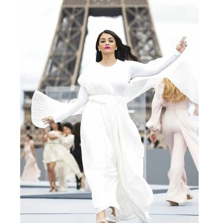 Aishwarya Rai Bachchan stuns at the Paris Fashion Week