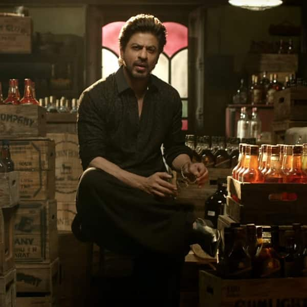 Shah Rukh Khan gives his fans a treat before releasing the trailer of Raees