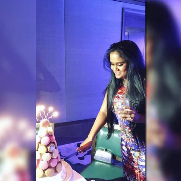 Arpita Khan cutting her birthday cake