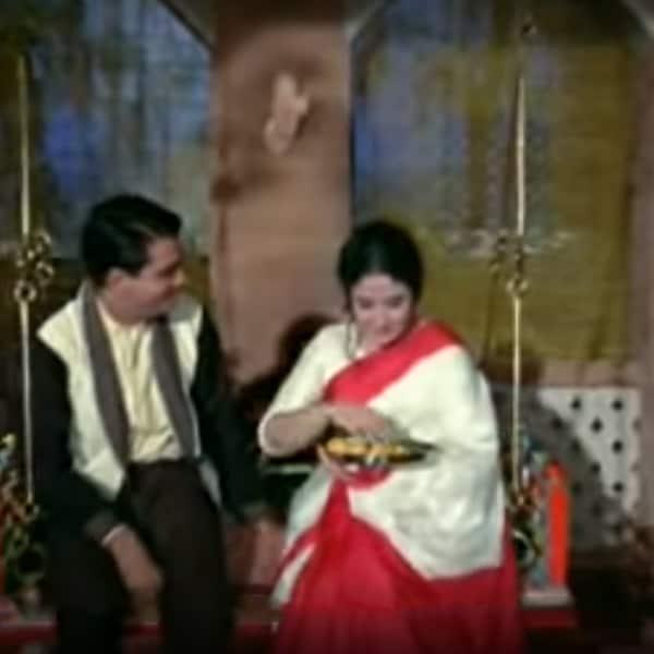 'Mere Bhaiya, Mere Chanda' song from 'Kaajal'