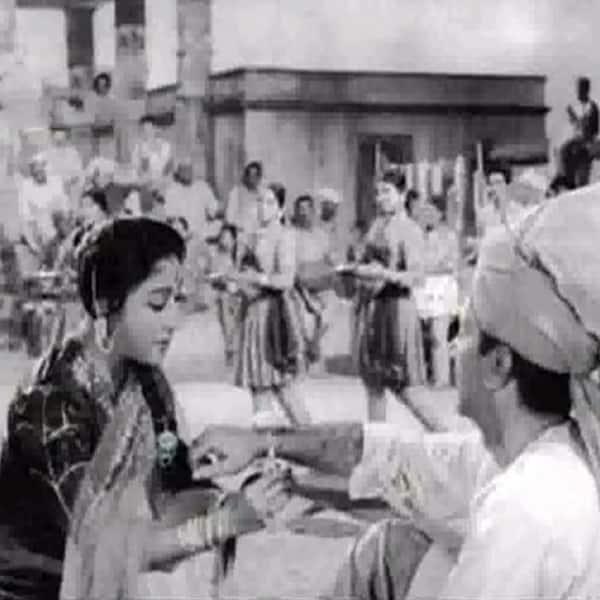 'Rang Birangi Rakhi Lekar' song from 'Anpadh'