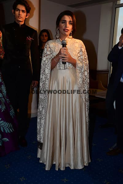 Model interacting with media during LFW 2016 preview