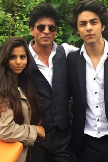 Daddy Shah Rukh Khan with Aryan and Suhana