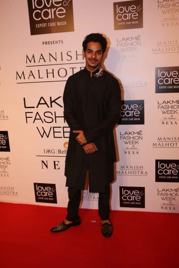 Ishaan Khattar ने मारी फैशन शो में धांसू एंट्री