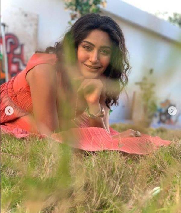 बला की खूबसूरत लग रही हैं Surbhi Chandna