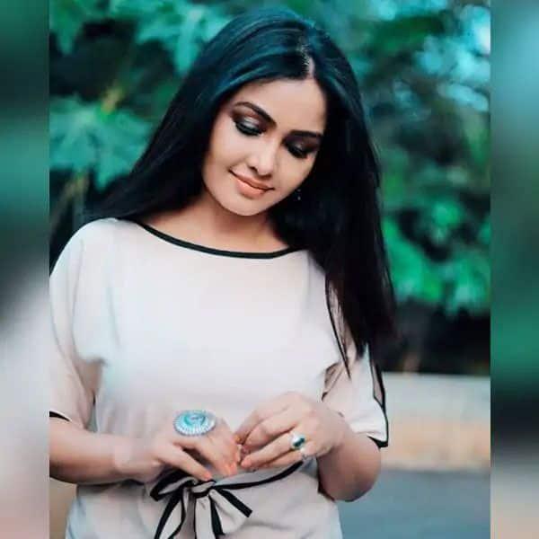 Pretty Angoori Bhabhi