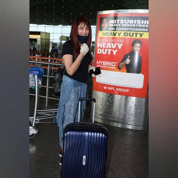 Mahira at airport