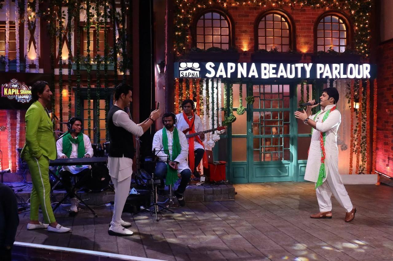Kapil turns singer