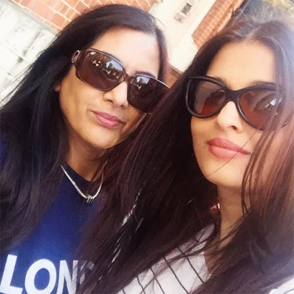 Aishwarya Rai's selfie with a fan in London